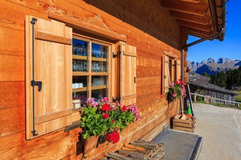 Le ravalement de façade en bois